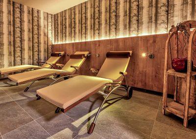 Frau abschalten Entspannung Relax baden Dusche Bademantel Biosauna Finnische Sauna 90 60 Wellness Arrangement Angebot Saunalandschaft Massage schwitzen Saunaofen Saunabank