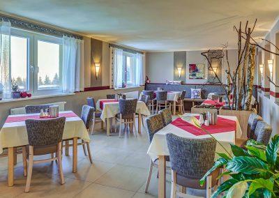 Hotel Pension Traumblick Oberhof Restaurant Rot Deko Frühstück Buffet Bufett Frühstücksbuffet Frühstücksraum Pflanzen
